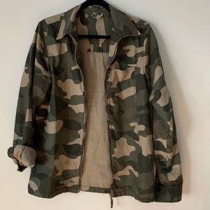 COPY - H&M Divided camo unisex jacket, size Small